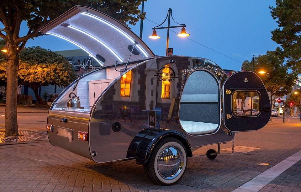 2-steeldrop-caravan-camping-adventure-edelstahl-teardrop-miniwohnwagen-lifestylecamper-lifestyle-camper-kaufen.jpg