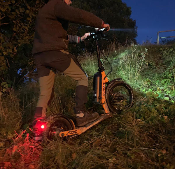 scooter-escooter-gomate-nacht.jpg